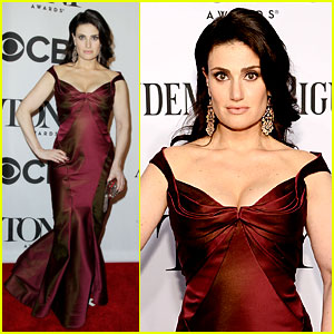 Idina Menzel Represents Her Show 'If/Then' at Tony Awards 2014