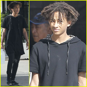 Jaden Smith Carries Gallon of Water While Shopping with Pals!