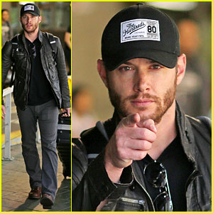 Jensen Ackles Wants You, Points Out Photogs in Vancouver!
