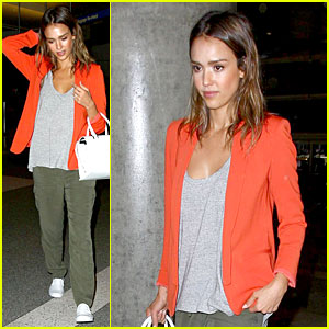 Jessica Alba Makes a Red Hot Arrival at LAX Airport!