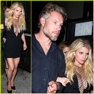Jessica Simpson Shows Off Her Assets & Looks Amazing!