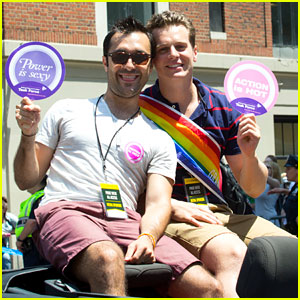 Jonathan Groff Opens Up About Coming Out Before NYC Pride!