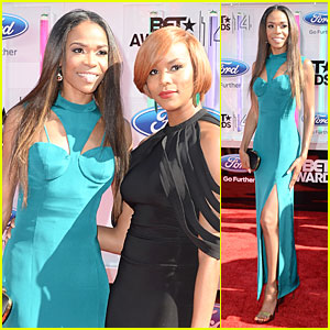 Michelle Williams Poses with Original Destiny's Child Member LeToya Luckett at BET Awards 2014!