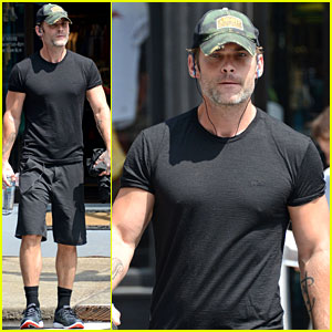 Seann William Scott Shows That Stifler Still Has It Going On!