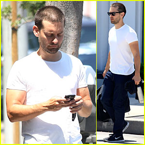 Tobey Maguire is Really Bulking Up at the Gym!