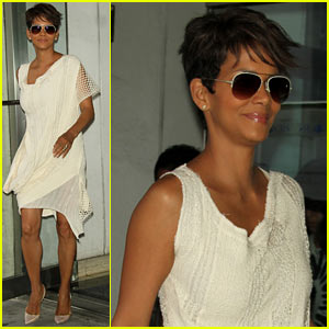 Halle Berry Admits to David Letterman That She Believes in Aliens!