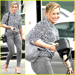 Hilary Duff Wears Grey Skinny Jeans to Show Off Fit Figure