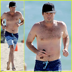 Luke Wilson Gets His Heart Racing During Shirtless Beach Jog
