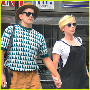 Pregnant Scarlett Johansson Shows Off New Pixie Hairc