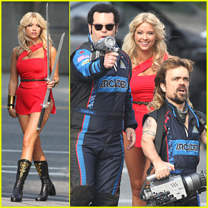 Josh Gad, Peter Dinklage & Ashley Benson Have The Ultimate Cosplay on 'Pixels' Set