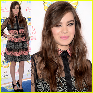 Hailee Steinfeld is a Pretty Presenter at Teen Choice Awards 2014