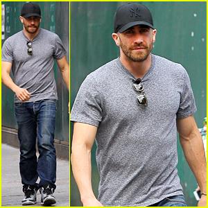 Jake Gyllenhaal's Abs Are Totally Visible Through His T-Shirt!