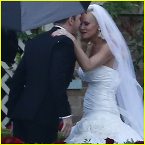 Jenny McCarthy's Wedding Dress Revealed! See Photos of Her & Donnie Wahlberg At Their Wedding