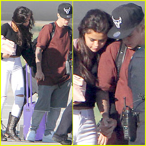 Justin Bieber & Selena Gomez Hold Hands Upon Arrival in