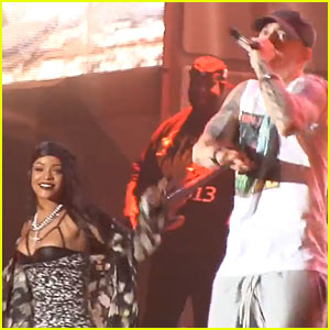 Rihanna is Surprise Guest Performer For Eminem's Set at Lollapalooza