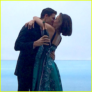 Robbie Amell Engaged To 'Chasing Life' Star Itali