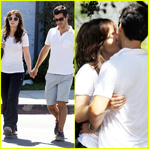 Zooey Deschanel Packs on PDA with Boyfriend Jacob Pechenik