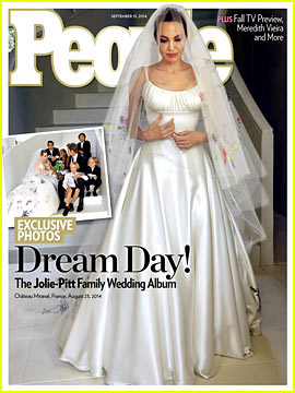 Angelina Jolie & Brad Pitt's Wedding Photos - See Her Dres