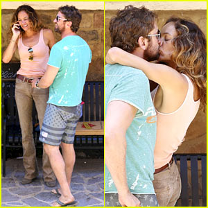 Gerard Butler Makes Out with His Mystery