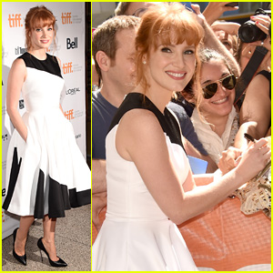 Jessica Chastain is Fan Friendly at 'Miss Julie' TIFF Premiere