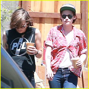 Kristen Stewart & Alicia Cargile Hang Out Ami