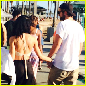 Robert Pattinson & FKA twigs Spotted Holding Ha