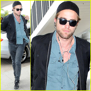 Robert Pattinson Flies the Skies to Toronto Film Festival 2014