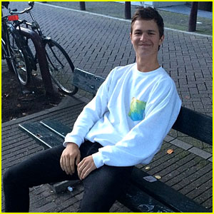Ansel Elgort Returns to the 'Fault in Our Stars' Bench in Amsterdam!