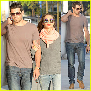Jesse Metcalfe Carries His Fiancee Cara Santana's Bags For Her