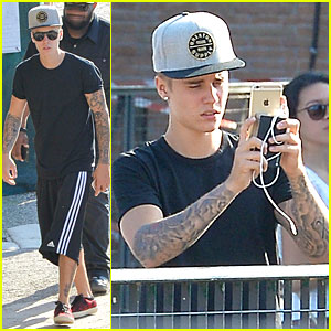 Justin Bieber Captures the Beautiful Roman Sights on His Phone