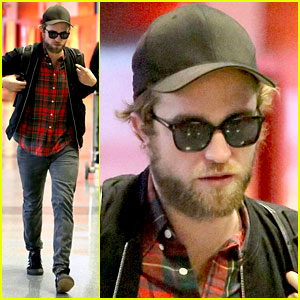 Robert Pattinson Goes Super Scruffy for His LAX Departure