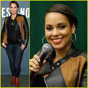 Pregnant Alicia Keys Shows Off Her Motherly Side at 'Blue Moon' Reading