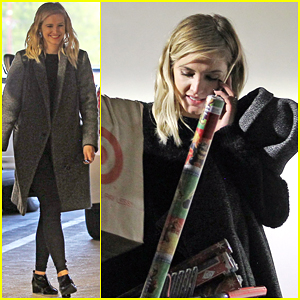 Ashlee Simpson Gets An Early Start on Christmas Shopping