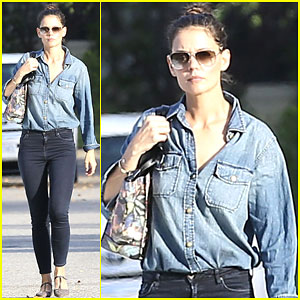 Katie Holmes Says She Knows There Will Be a Day the Paparazzi Leaves Suri Alone