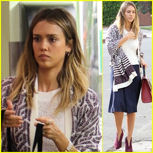 Jessica Alba Keeps Busy Before the Holidays