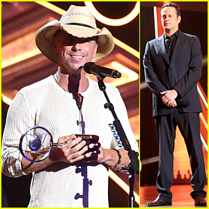Kenny Chesney Accepts Groundbreaker Award From Vince Vaughn at American Country Countdown Awards 2014