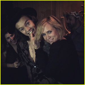 Harry Styles & Kristen Wiig Dancing to '(I've Had) The Time of My Li