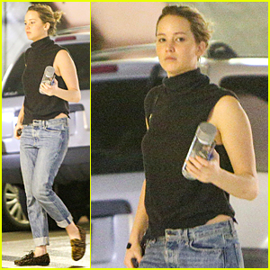 Jennifer Lawrence Goes Makeup Free & Natural For Doctor's Appointment