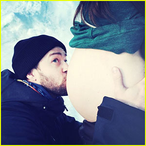 Justin Timberlake Kisses Jessica Biel's Bare Baby Bump, Finally Confirms Pregnancy!