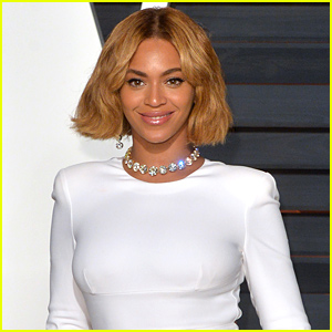 Beyonce Suffers a Wardrobe Malfunction in NYC