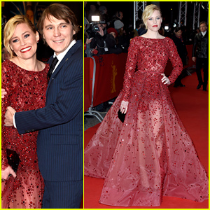 Elizabeth Banks Goes Regal in Red for 'Love & Mercy' Premiere