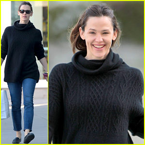Jennifer Garner Is All Smiles After Ben Affleck's J.Lo Reunion