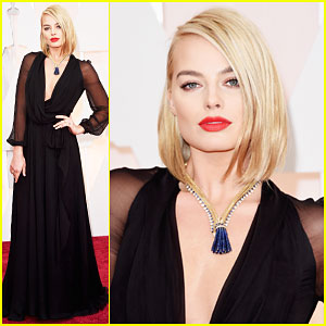 Margot Robbie Rocks the Oscars Red Carpet