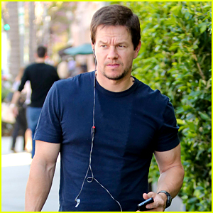 Mark Wahlberg looks cool and casual while heading to E Baldi for lunch ...