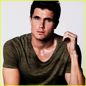The DUFF's Robbie Amell Talks Stripper Surprises (Exclusive Photos & Interview)