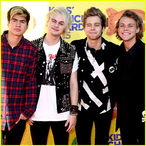 5 Seconds of Summer Arrive for Kids' Choice Awards 2015!