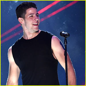 Nick Jonas Performs at Kids' Choice Awards 2015 (Video)