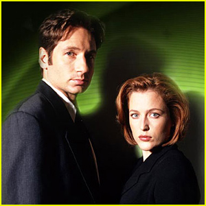 'The X-Files' Is Officially Returning to Fox with Original Stars David Duchovny & Gillian Anderson