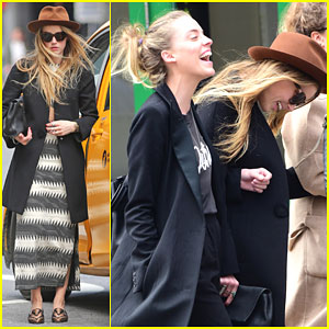 Amber Heard Cracks Up With Her Friends in NYC