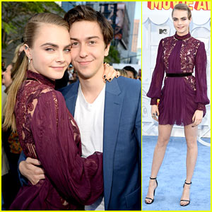 Cara Delevingne & Nat Wolff Debut New 'Paper Towns' Clip!